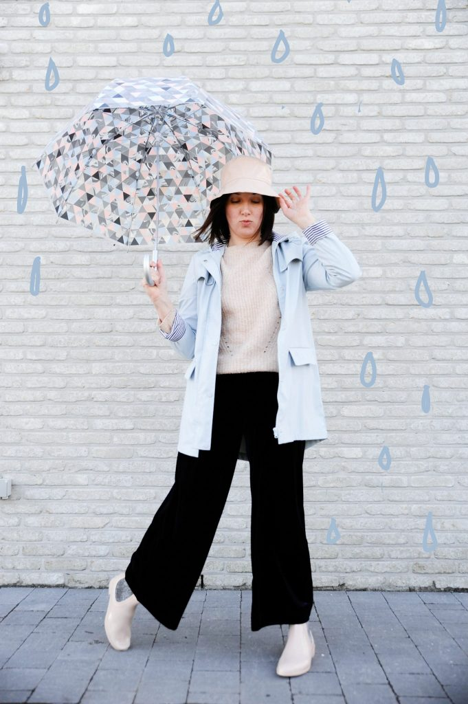 HOW TO WEAR SWEET PASTEL COLOURS ON A RAINY DAY